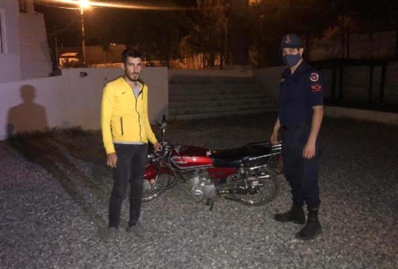 Motosiklet hırsızını güvenlik kamerası ele verdi