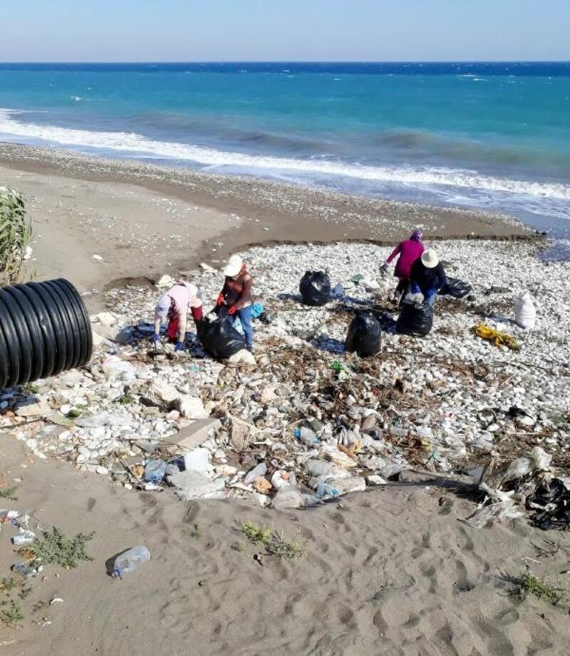 Finike'de kıyı temizliği