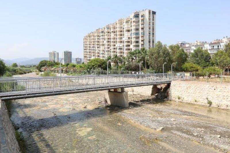 Sel felaketine karşı köprü ve menfezlere bakım yapıldı