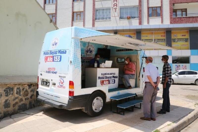 Elazığ Belediyesi'nden mobil masa hizmeti sürüyor