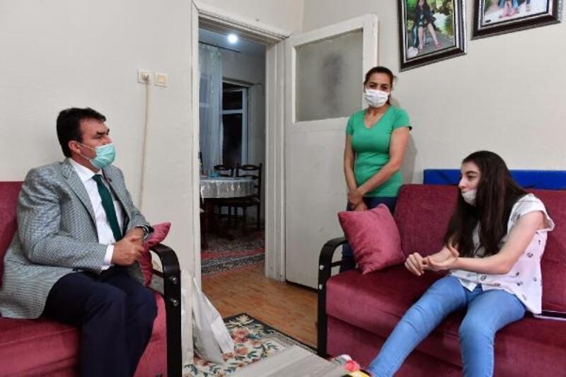 Osmangazi Belediye Başkanı Dündar'dan engelli Sevcan'a moral ziyareti