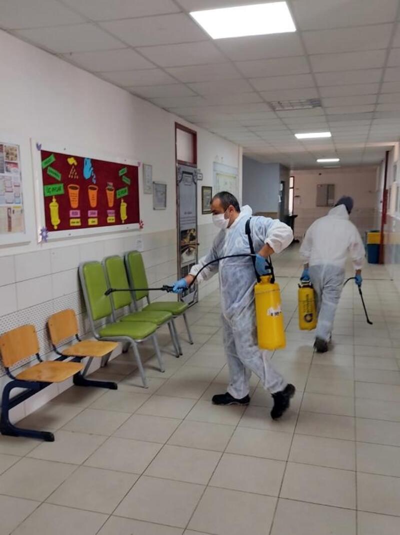 Büyükşehir, sınavlar öncesi okulları dezenfekte etti