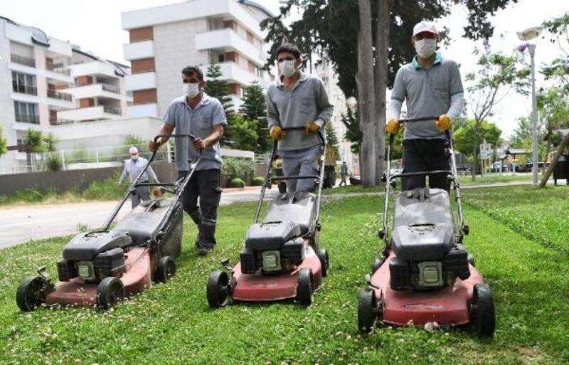 Konyaaltı'nda parklar temizlendi