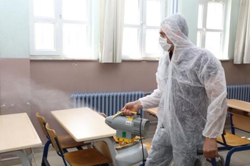 Sınavların yapılacağı okullar dezenfekte ediliyor