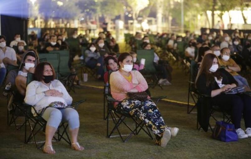 Açık havada sinemaya yoğun ilgi