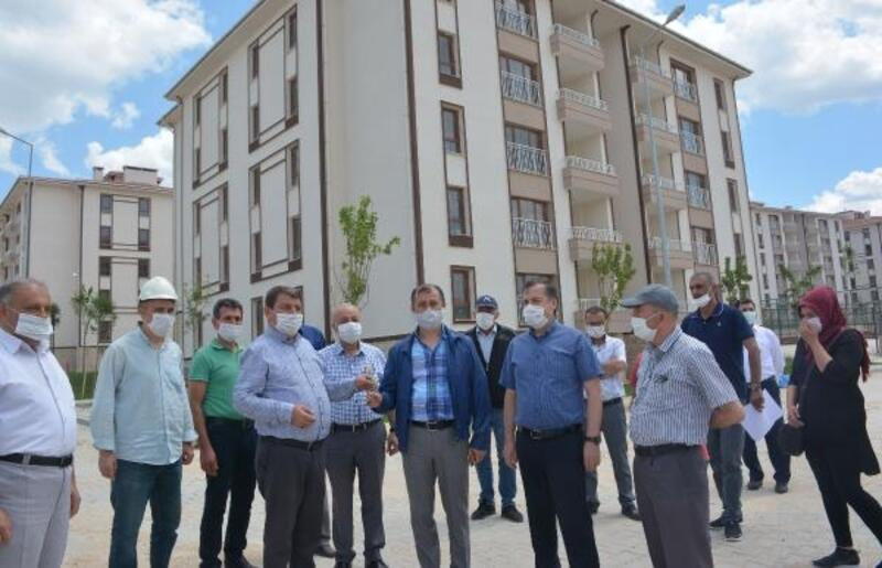 Dinar'da TOKİ konutları teslim ediliyor