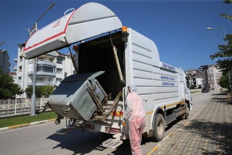 Tokat'ta çöp konteynerleri dezenfekte ediliyor