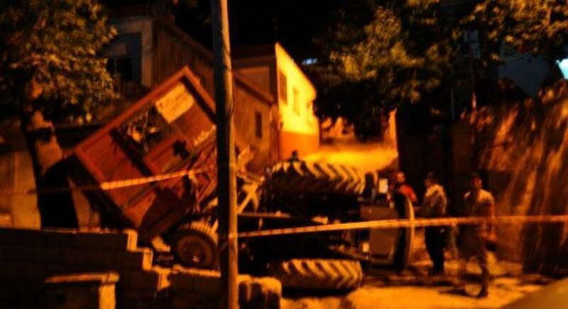 İslahiye'de devrilen traktörün sürücüsü yaralandı