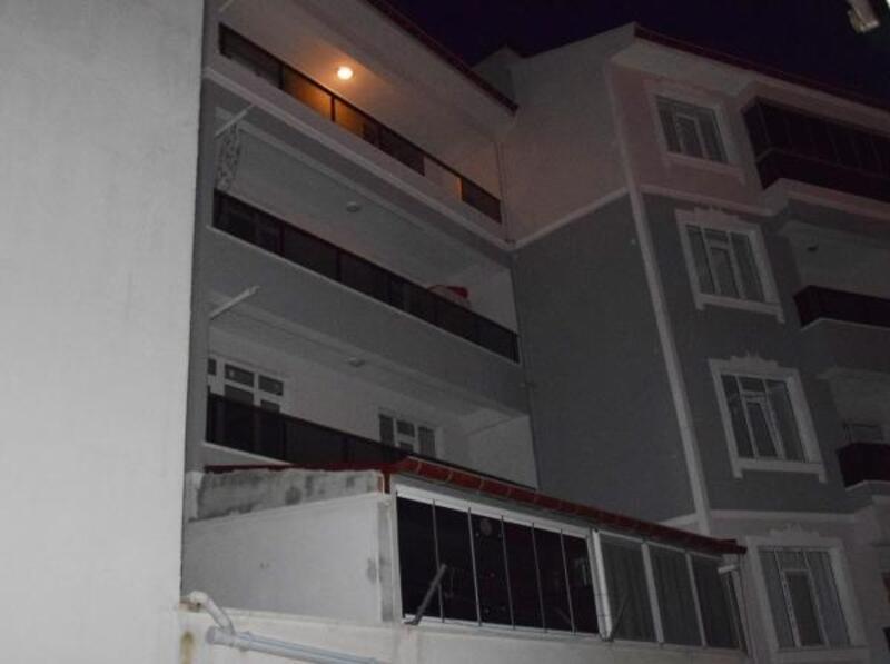 3 yaşındaki Elisa, 4'üncü katın balkonundan düştü