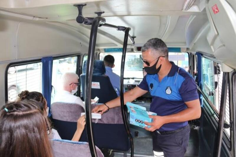 Kozan'da sürücü ile yolculara maske ve sosyal mesafe denetimi
