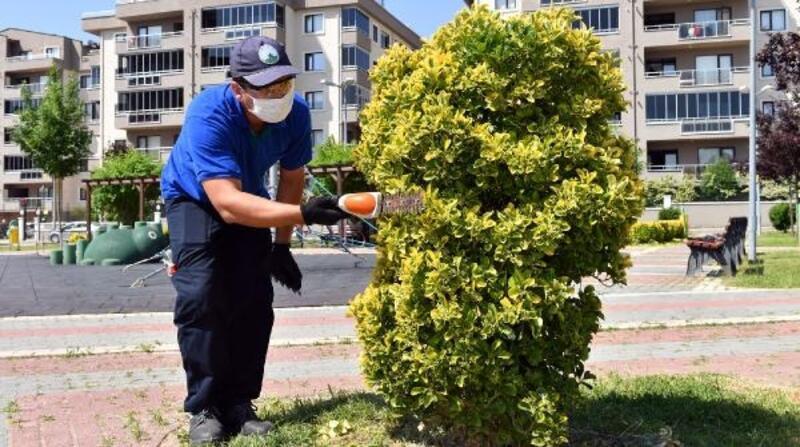 Osmangazi Belediyesi park ve bahçelerin bakımlarını aksatmıyor