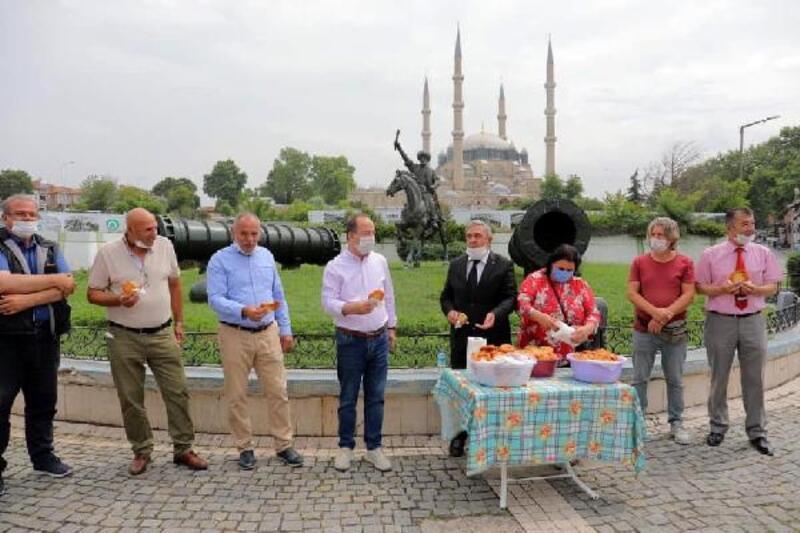Edirne'de, Süleyman Demirel anısına lokma dağıtıldı