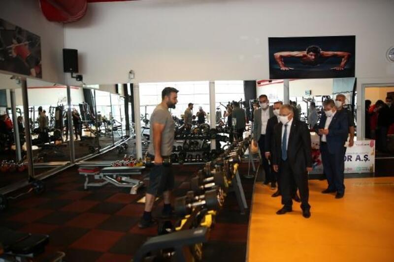 Başkan Büyükkılıç, spor salonlarında inceleme yaptı