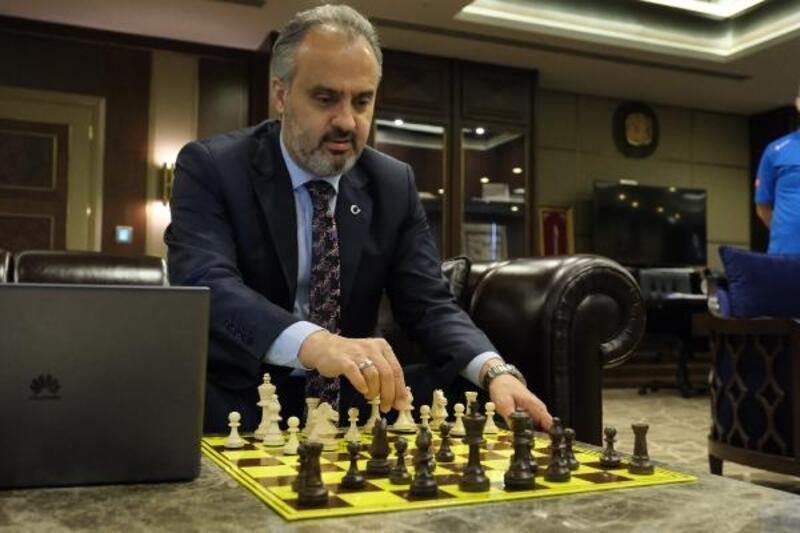 Online turnuvada ilk hamle Bursa Büyükşehir Belediye Başkanı Aktaş'tan