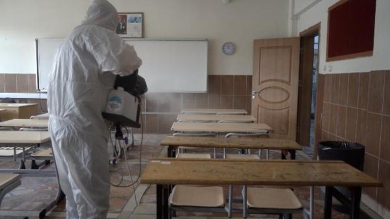 Kayseri Büyükşehir Belediyesi, okullardaki dezenfeksiyon çalışmalarını tamamladı