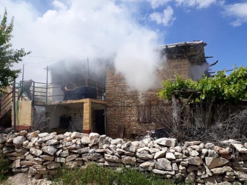 Korkuteli'de ev yangını