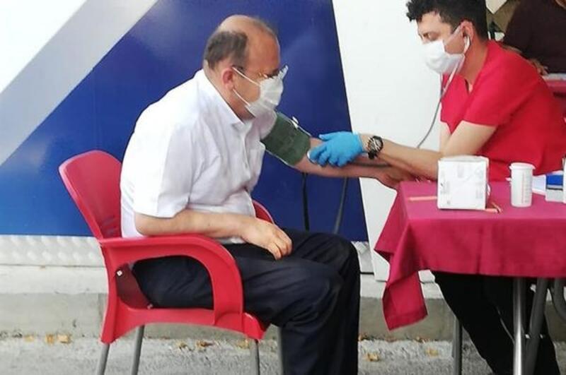 Kaymakam Köken'den kan bağışı