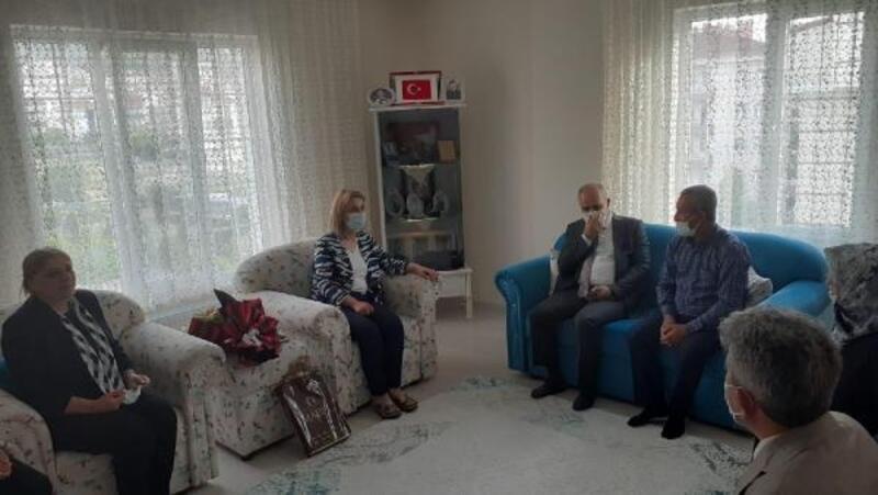 Vali Becel'den şehit ailesine ziyaret