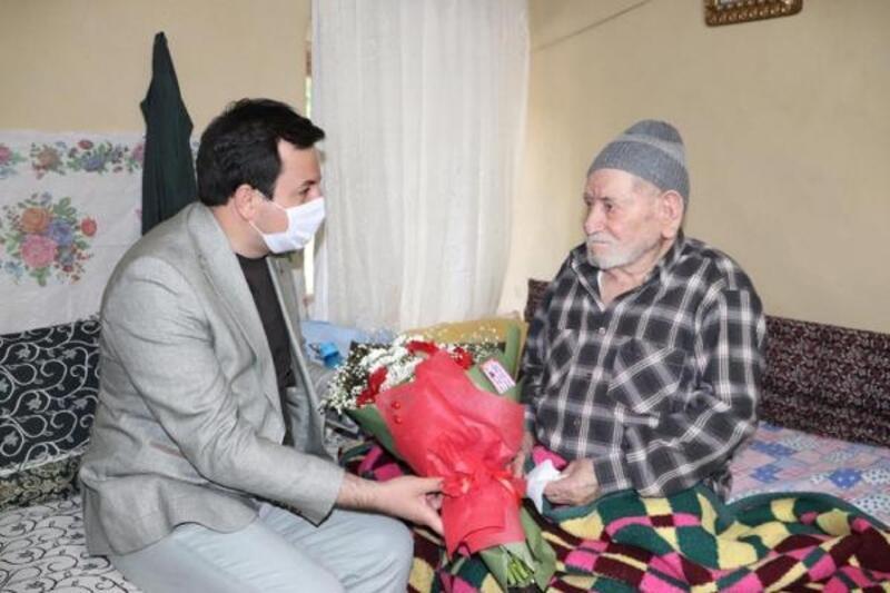 En yaşlı babaya ziyaret