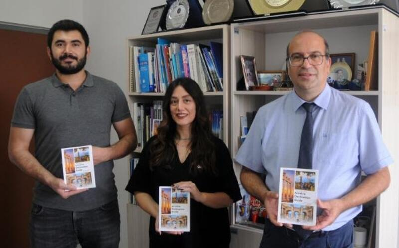 Antalya'nın QR kodlu ilk gezi kitabı