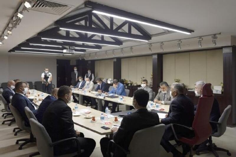 Başkan Büyükkılıç, ilçe belediyeleriyle istişare toplantılarına devam ediyor