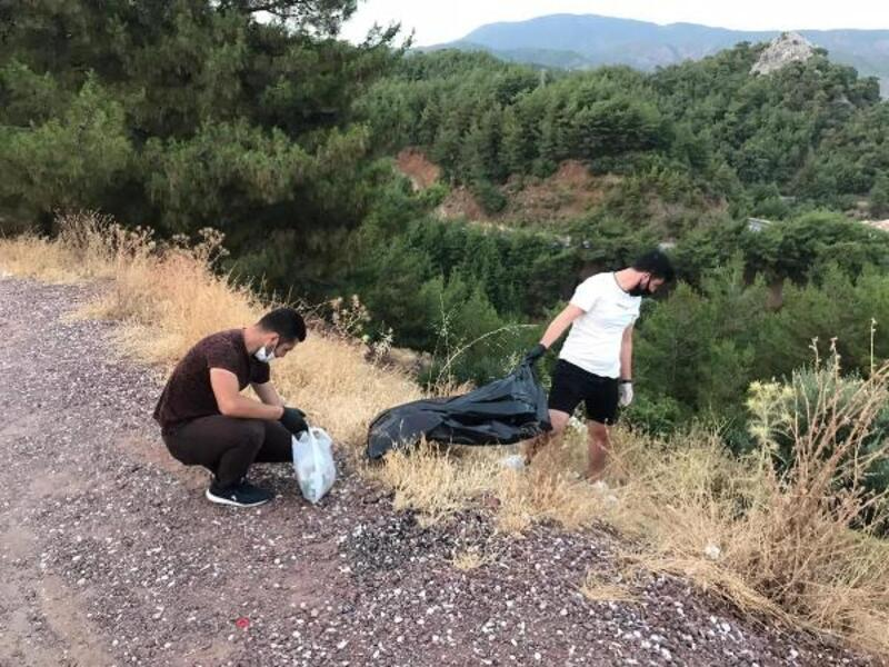 Marmaris'te AK Partili gençlerden çevre temizliği
