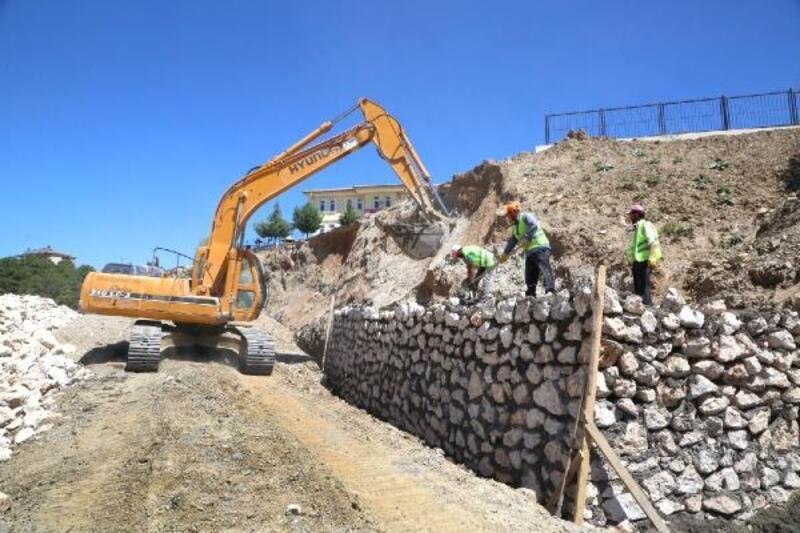 Elazığ'da yeni bağlantı yolunda çalışmalar sürüyor