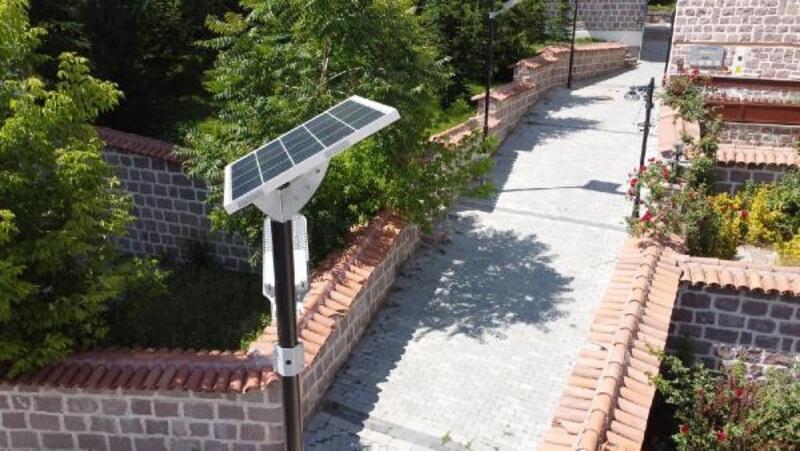 Altındağ'a güneş enerjisiyle çalışan aydınlatma direkleri yerleştirildi