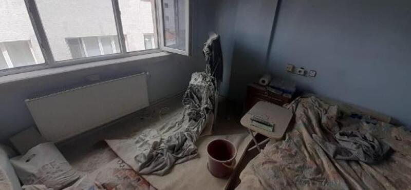 Tutuşan televizyonda evde yangın çıkardı