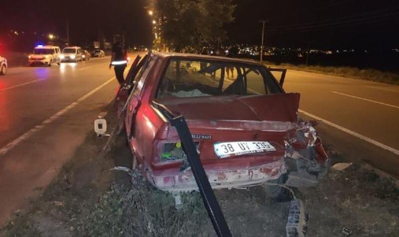 Gemerek'ta TIR ile otomobil çarpıştı: 2 yaralı