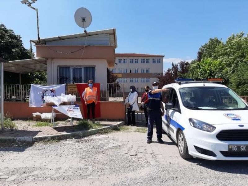 Mustafakemalpaşa'da zabıta ekipkeri öğrencileri sınava götürdü