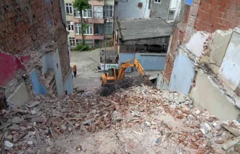 Osmangazi'de son 6 ayda 42 metruk bina yıkıldı