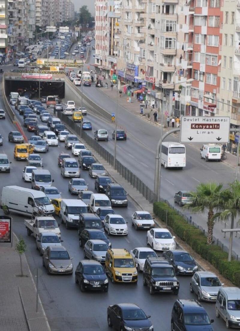 Antalya'daki araç sayısı 62 ilin nüfusunu geçti