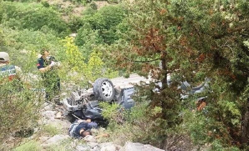 Artvin'de şarampole devrilen otomobilin sürücüsü öldü