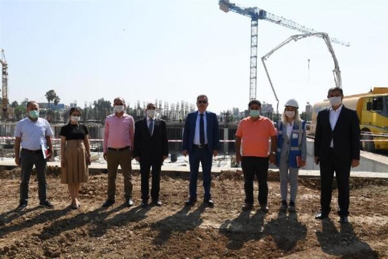Vali Elban, yapımı süren Güney Seyhan Devlet Hastanesi'ni inceledi