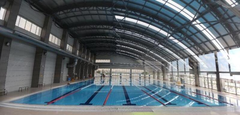 Yenimahalle'de yüzme havuzu hizmete açıldı