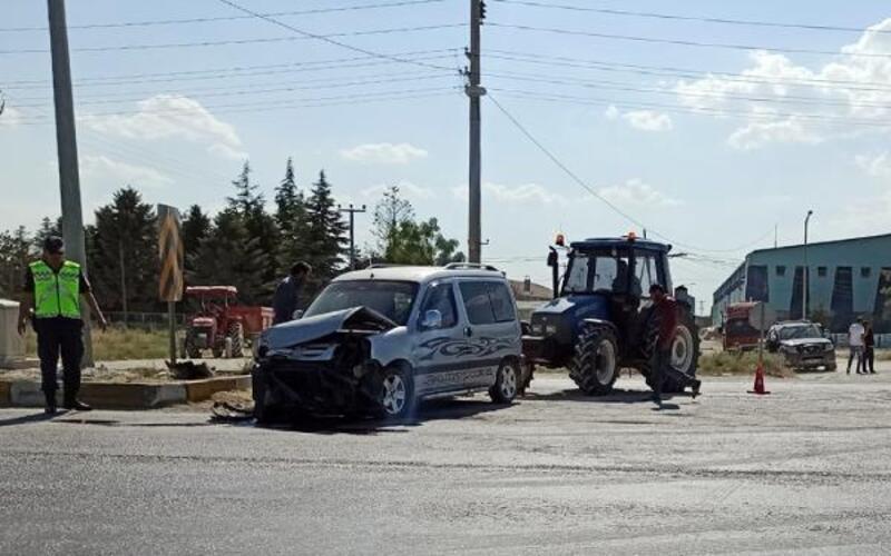 Kavşaktaki kazadan sürücüler yara almadan kurtuldu