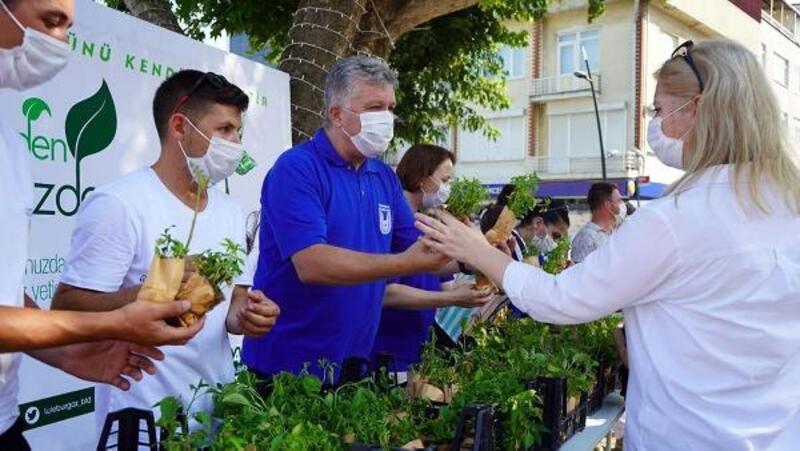 Lüleburgaz Belediyesi, vatandaşlara ücretsiz fide dağıttı
