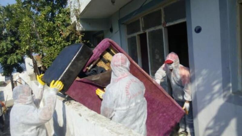 30 metrekarelik evden 1.5 ton atık çıktı