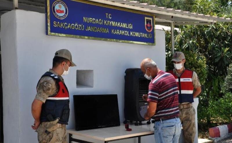 Jandarma, çalınan eşyaları bularak sahibine teslim etti.
