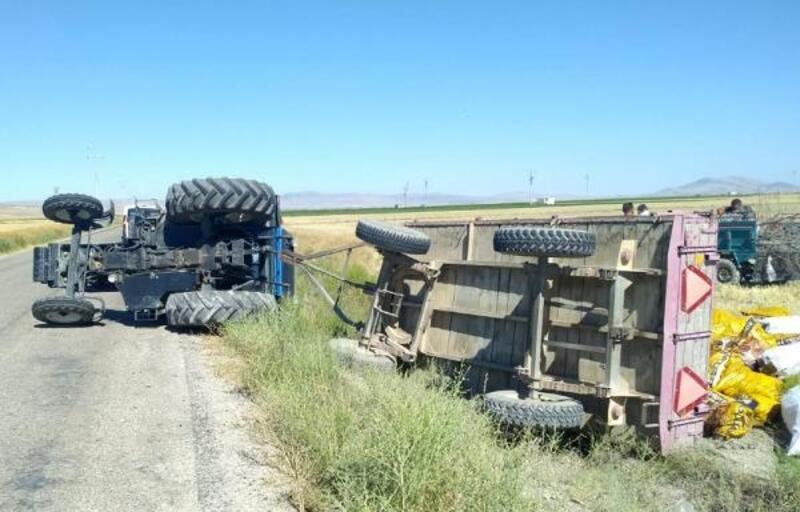 Yoldan çıkan traktör devrildi