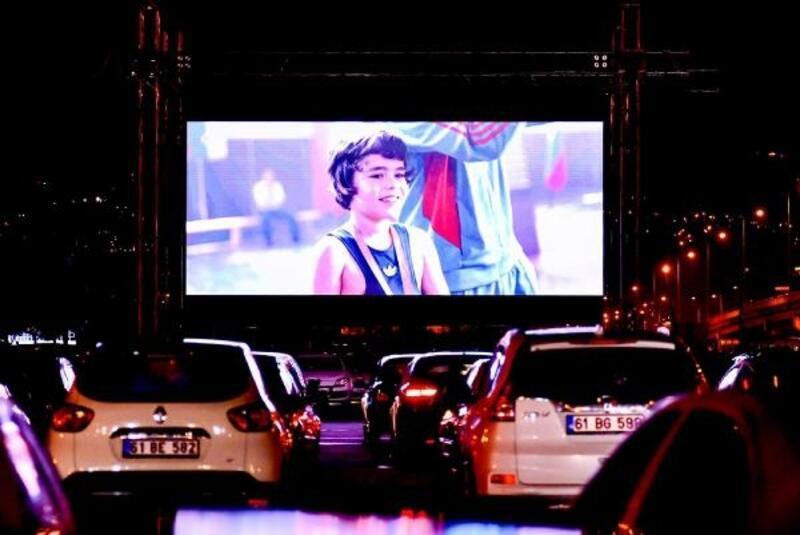 Trabzon'da araçta sinema etkinliği düzenlendi