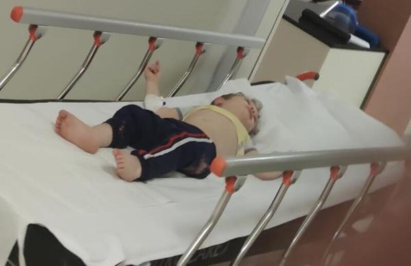 Balkondan düşen bebek, yaralandı