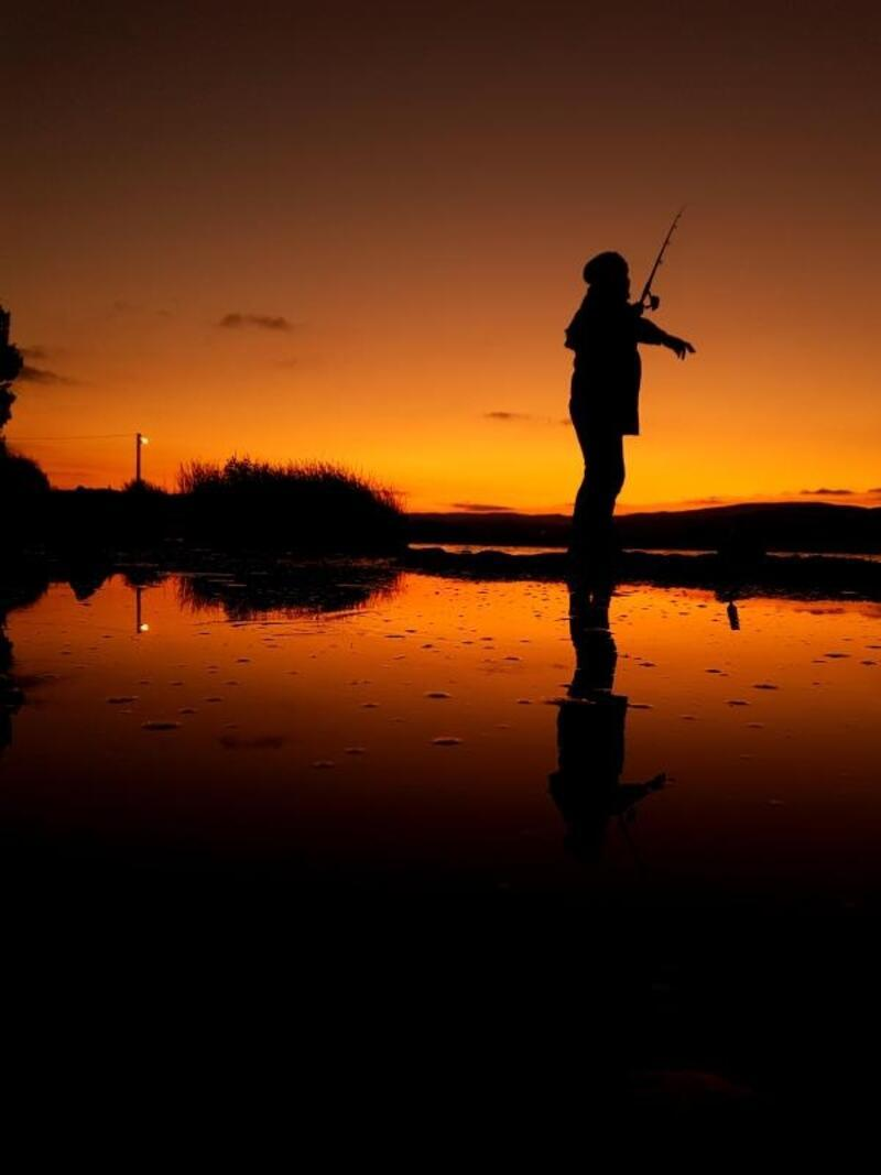Yeniçağa'da gün doğumunda balık keyfi