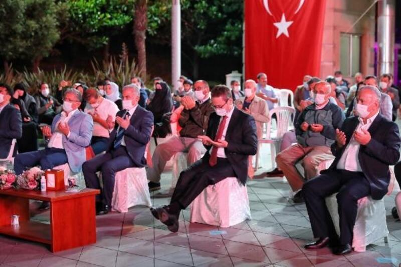 15 Temmuz şehitleri Başakşehir'de dualarla anıldı