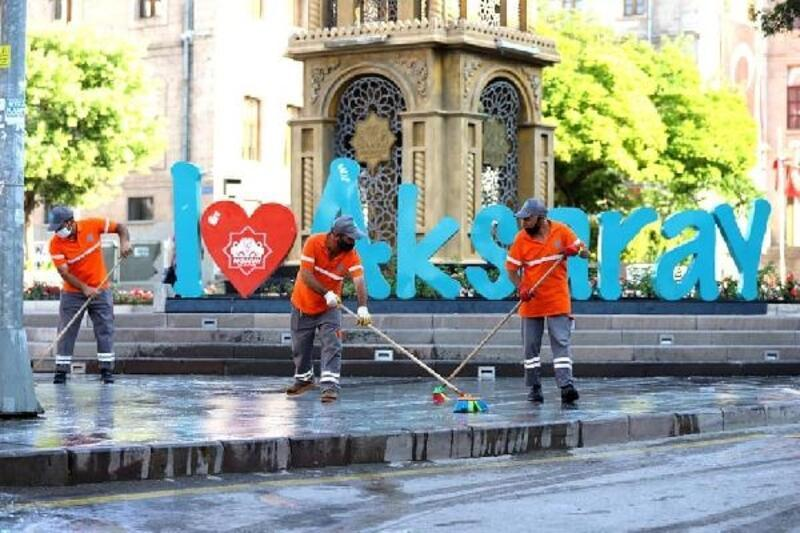 Aksaray'da kent merkezi tazyikli suyla yıkandı