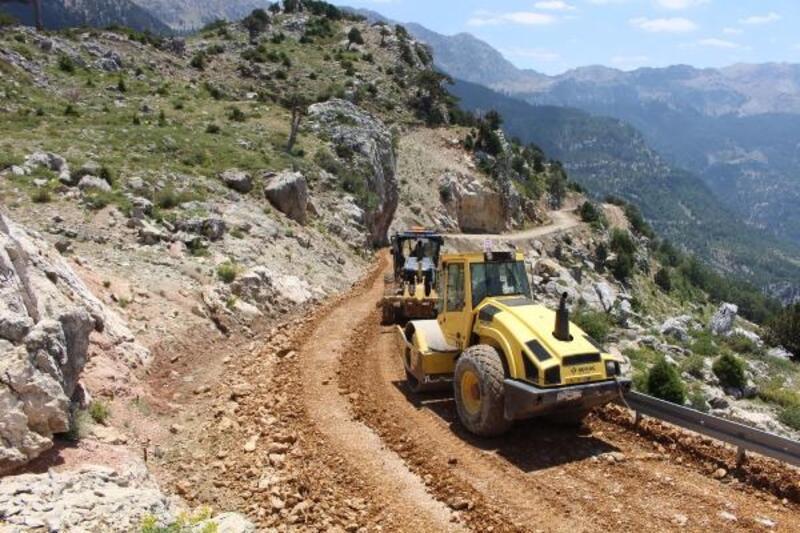 Gazipaşa Sugözü grup yolunda stabilize asfalt hazırlığı