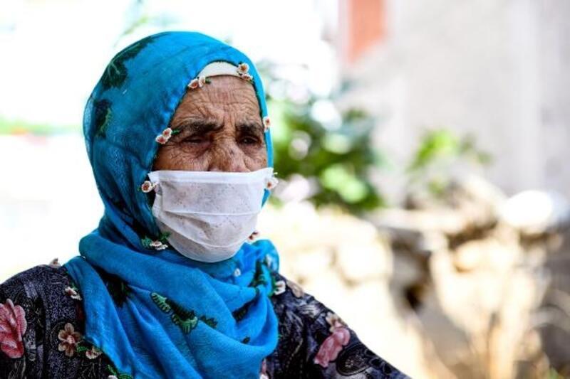 83 yaşındaki görme engelli Emine teyzeyi Mersin Büyükşehir Belediyesi yalnız bırakmıyor