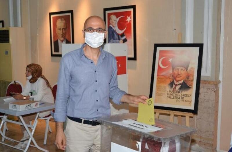 Uzm. Dr. Selahattin Menteş Adana Tabip Odası Başkanı oldu