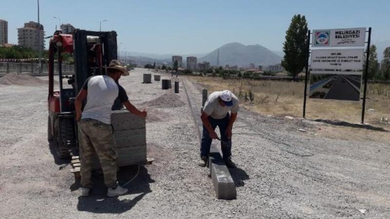 Melikgazi'de altyapı ve asfaltlama çalışmaları sürüyor